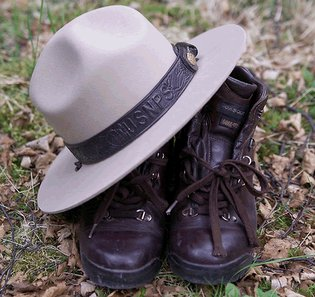 rsz_nps_hat_and_boots_traditional_shot_675_1_1